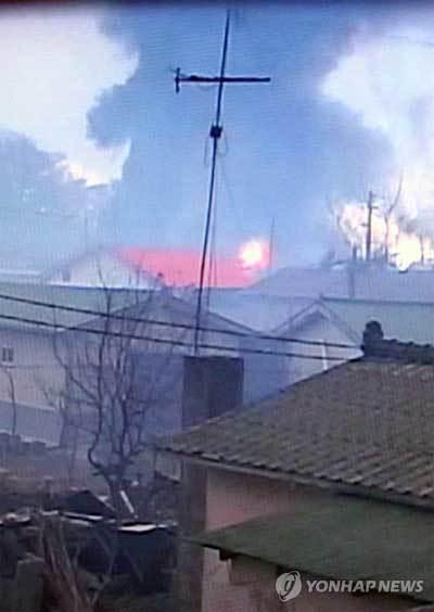 Triều Tiên nã đại bác vào Hàn Quốc, đốt cháy 60 nhà dân 20101123152847_b3