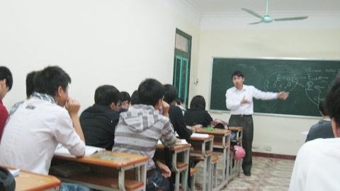 Giờ học Toán bằng tiếng Anh ở              Trường THPT Chuyên Khoa học Tự nhiên (thuộc ĐH Khoa học Tự nhiên, ĐHQG Hà Nội). Ảnh: Nguyễn              Hường