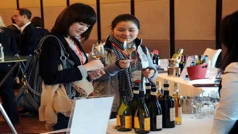 Thưởng thức hương vị rượu vang trắng