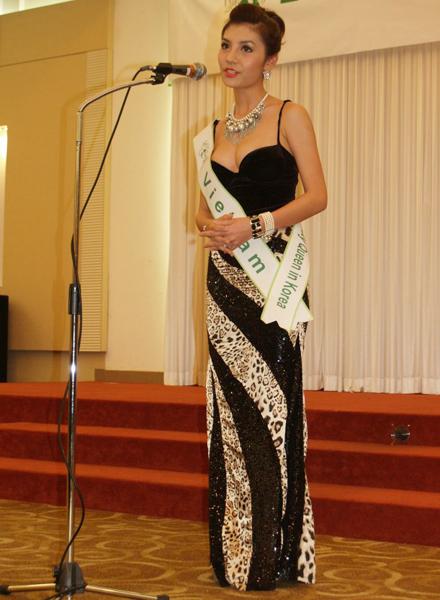 Ngắm Hương Giang và các hoa hậu diện bikini  20110508160438_g2