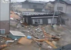 Video mới của gia đình kẹt giữa sóng thần