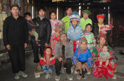 'Vua đẻ' ở Hà Giang: 41 tuổi, 16 con