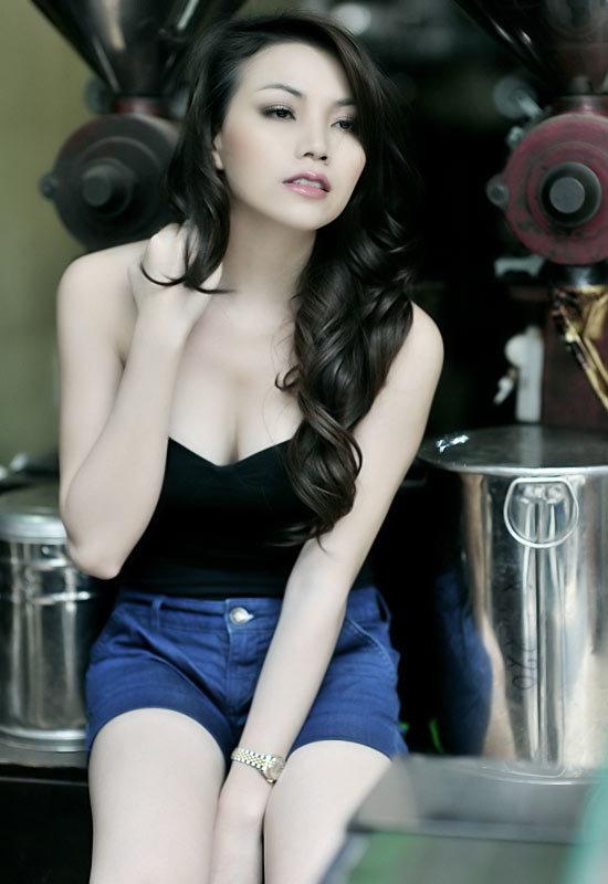 20110526151137 images706761 1300085275 tra ngoc hang 9 Người mẫu Ngọc Hằng làm gái bao cho đại gia?