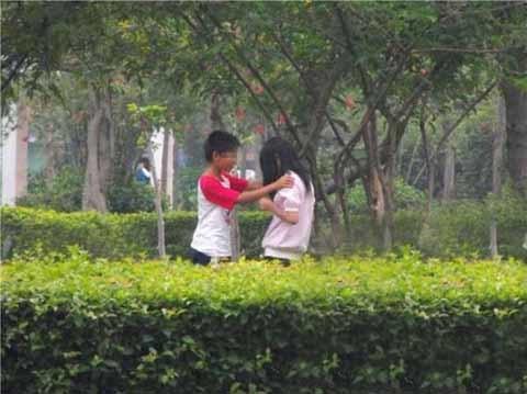 Choáng với hình ảnh 10x yêu nhau trong công viên  20110601095217_10x%20yeu%20nhau%20%282%29