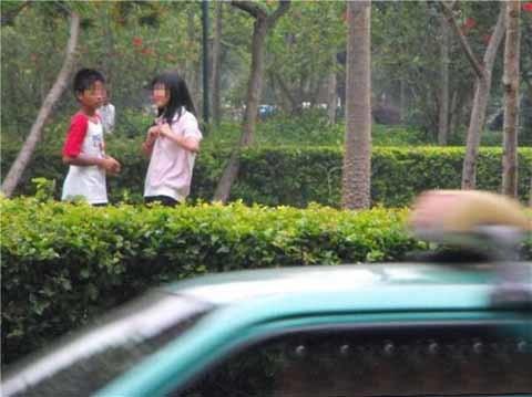 Choáng với hình ảnh 10x yêu nhau trong công viên  20110601095217_10x%20yeu%20nhau