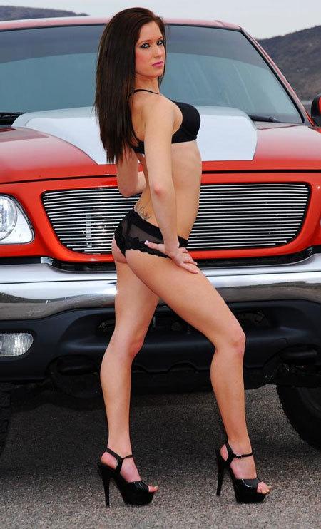 Phát sốt vì gái đẹp bên mẫu xe bán chạy nhất Mỹ ảnh 3