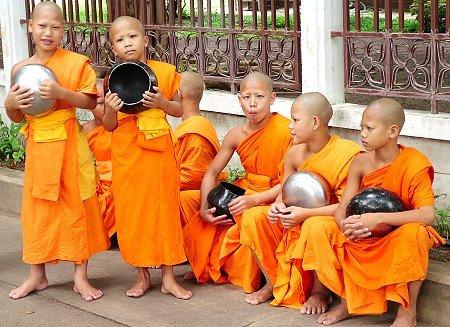 Thái Lan: Những cậu bé gay lên chùa học làm quý ông