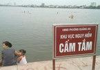 Hà Nội: Đổ xô ra Hồ Tây bơi trốn nóng