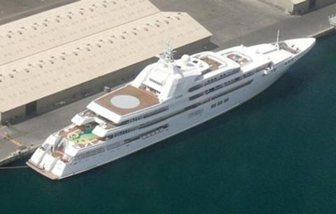 Mohammadcòn sở hữu một chiếc du thuyền