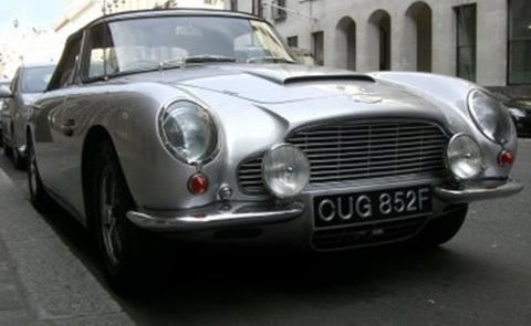 Chiếc siêu xe Aston Martin của vua Mohammed.