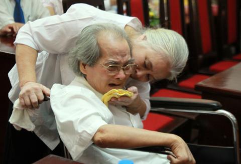http://imgs.vietnamnet.vn/Images/2011/07/22/17/20110722175146_3.jpg