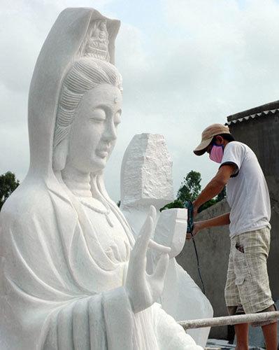 Ngôi làng 'biến' những khối đá thành tượng Phật