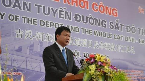 Bộ trưởng Đinh La Thăng yêu cầu chủ đầu tư là Cục Đường sắt VN, Ban Quản lý dự án và nhà thầu phối hợp tốt hơn nữa để nhanh chóng giải quyết hoặc báo cáo để được giải quyết các khó khăn, vướng mắc phát sinh trong quá trình thực hiện dự án
