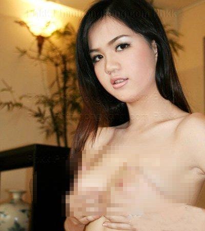 Lộ thêm hàng trăm ảnh nude của Ngọc Trinh? ảnh 3