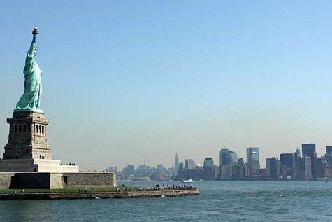 Tượng Nữ thần tự do trên đảo Ellis Island
