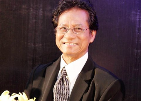 Ca sĩ Chế Linh