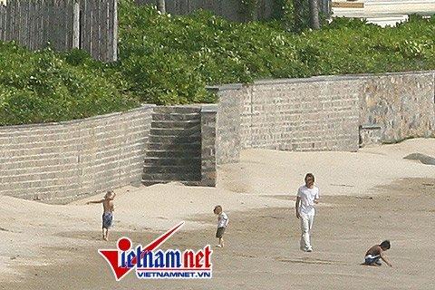 Angelina Jolie- Brad Pitt dạo biển và thăm chuồng cọp Côn Đảo ảnh 1