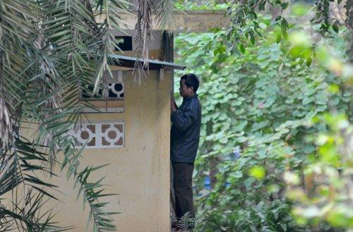 20111208091628 2 Nữ sinh bị nhìn trộm khi đi vệ sinh tại Bách Thảo Hà Nội