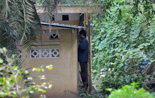 20111208091628 3 Nữ sinh bị nhìn trộm khi đi vệ sinh tại Bách Thảo Hà Nội
