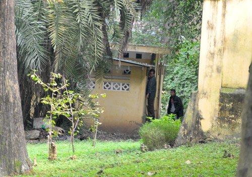 20111208091628 4 Nữ sinh bị nhìn trộm khi đi vệ sinh tại Bách Thảo Hà Nội