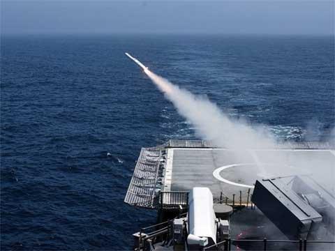 Tên lửa Raytheon's RIM-162 Evolved Sea Sparrow sẽ được dùng ...