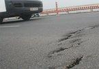 Mặt cầu Thăng Long xuống cấp: lại sửa lại hỏng