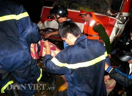 20120518085949 180512 thoi su tai nan 01 dan viet Toàn cảnh vụ tai nạn lật xe khách trên cầu 14 Sê rê pôc DakLak