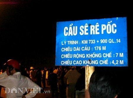 20120518085949 180512 thoi su tai nan 04 dan viet Toàn cảnh vụ tai nạn lật xe khách trên cầu 14 Sê rê pôc DakLak