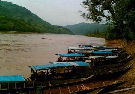 Đ/c Nguyễn Đắc Tĩnh - tỉnh Ủy viên, Bí thư huyện ủy cùng đoàn công tác của huyện đi kiểm tra phòng chống bão lũ tại xã Nam Phong
