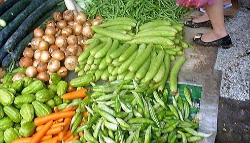 Mưa cả tuần, giá rau tăng mạnh