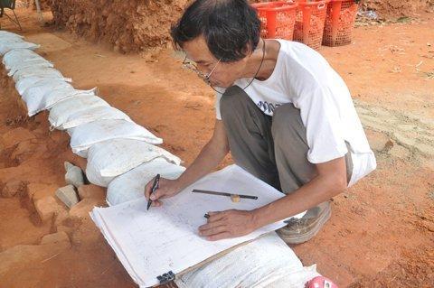 Đà Nẵng: Truy tìm vật thiêng trong lòng tháp Chăm