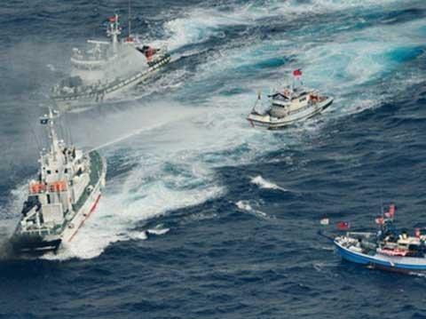 Tàu Nhật và Đài Loan giao chiến dữ dội trên biển ảnh 1