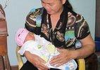 Nữ công nhân mang thai, bỏ rơi con?