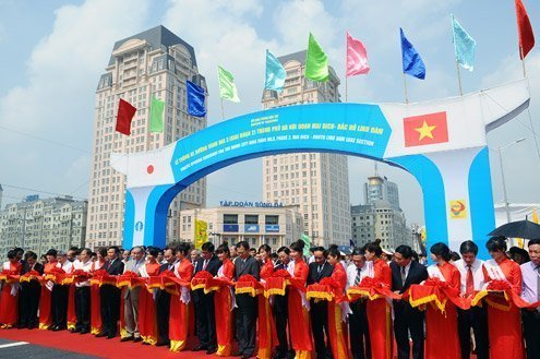 First overhead road in Vietnam opens for traffic