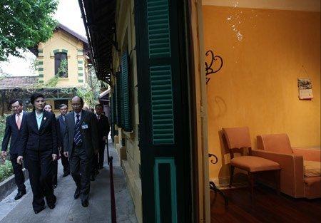Nữ Thủ tướng Thái Lan mua sắm ở Hà Nội (3)