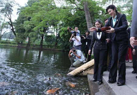 Nữ Thủ tướng Thái Lan mua sắm ở Hà Nội (6)