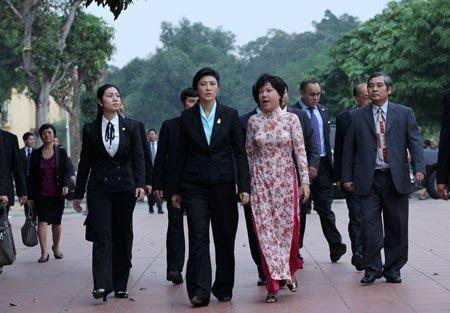 Nữ Thủ tướng Thái Lan mua sắm ở Hà Nội (9)