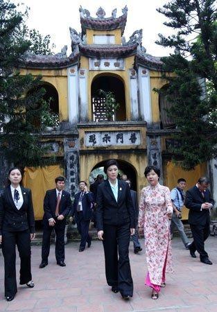 Nữ Thủ tướng Thái Lan mua sắm ở Hà Nội (10)