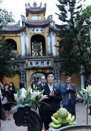 Nữ Thủ tướng Thái Lan mua sắm ở Hà Nội (13)
