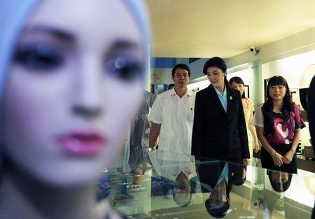 Nữ Thủ tướng Thái Lan mua sắm ở Hà Nội (14)