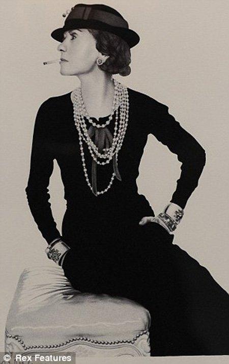 'Coco' Bonheur Chanel, nhà thiết kế thời trang và nhà sáng lập               của thương hiệu Chanel danh tiếng.
