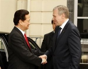 Thủ tướng Nguyễn Tấn Dũng gặp Thủ tướng Bỉ Yves