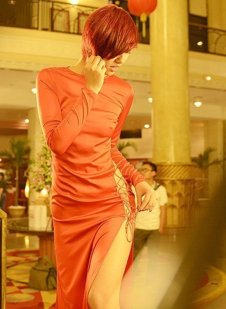 20121126110253 9 Model Hồng Quế Causes Scandal With Provocative Dress