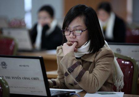 Hơn 300 thí sinh thi trực tuyến vào Bộ Nội vụ
