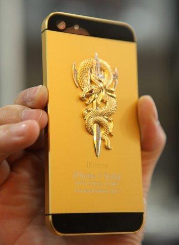20130111133614 iphone5 gold2 - Hơn 100 triệu đồng mua iPhone 5 mạ vàng, đúc rắn hổ chúa
