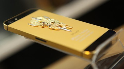 20130111133614 iphone5 snake - Hơn 100 triệu đồng mua iPhone 5 mạ vàng, đúc rắn hổ chúa
