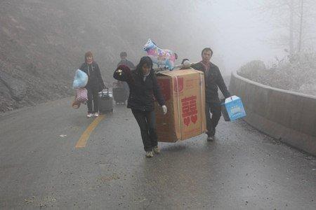 Tiêu điểm - Người Trung Quốc cưỡi lừa, đi bộ về quê ăn tết (Hình 5).