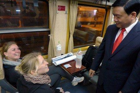 Xã hội - Bộ trưởng Thăng chúc Tết trên chuyến tàu cuối năm (Hình 8).