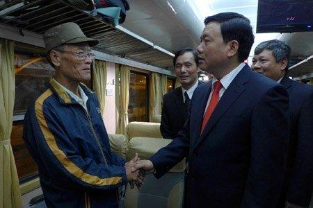 Xã hội - Bộ trưởng Thăng chúc Tết trên chuyến tàu cuối năm (Hình 6).