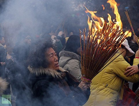 Tiêu điểm - Cảnh hương khói nghi ngút đầu năm ở châu Á (Hình 3).